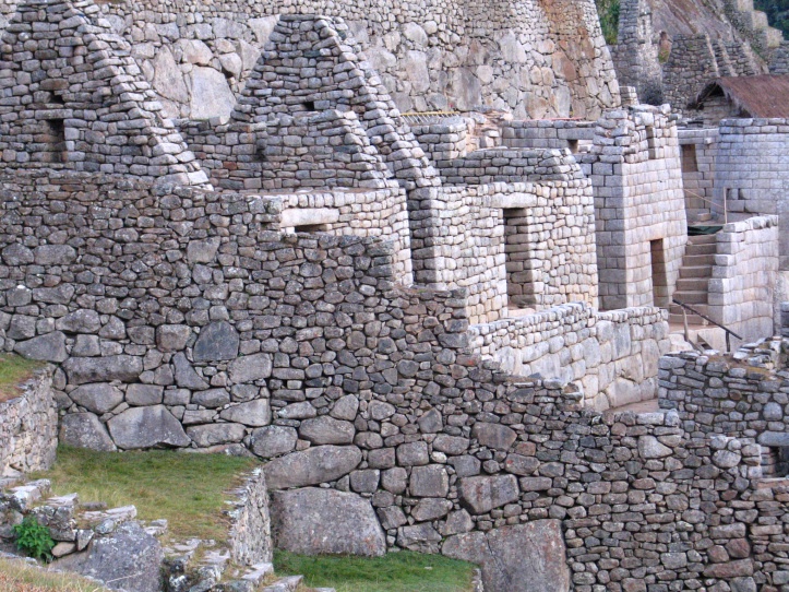 Ashlar technique is used to build structures in Machu Picchu