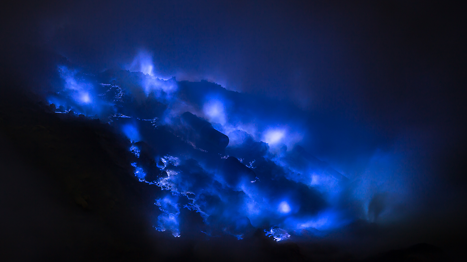 There is a volcano in Indonesia that ejects blue colored flames - Serious Facts