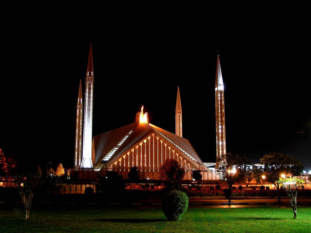 The Shah Faisal Mosque in Pakistan was the largest mosque in the world from 1986 until 1993.