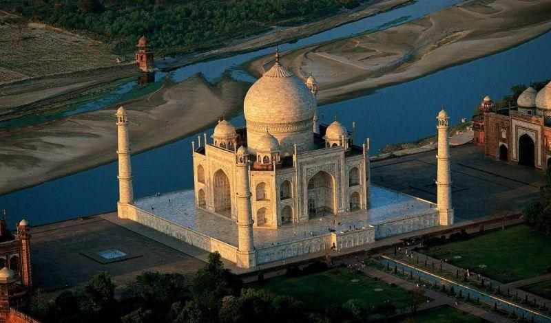 Taj Mahal tops the list of 7 wonders