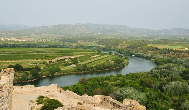 Rio Ebro with 910 km of length