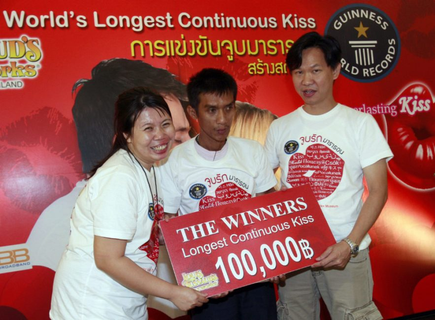 Laksana & Ekkachai Tiranarat is the Thai couple who held kissing record for 58 hours, 35 minutes and 58 seconds - Serious Facts