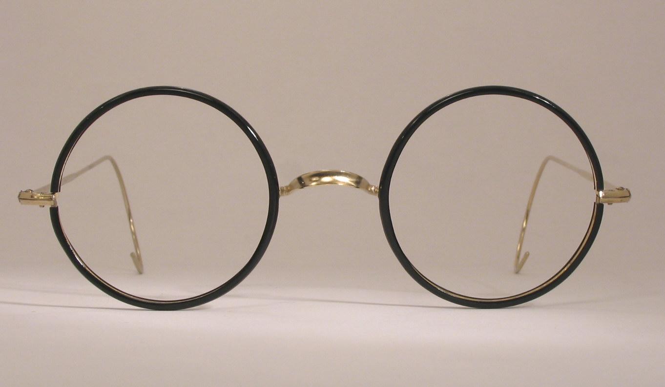 Benjamin Franklin invented the bifocals eyeglasses in 1784.