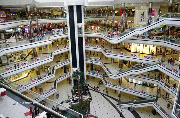 The New South China Mall is the world's largest mall at 659,612 square meters.