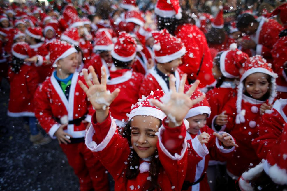 The world record for the largest Santa Claus parade is held in Portugal.