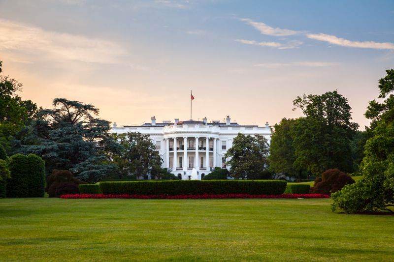 The overall height of the White House is 70 feet on the south and 60 feet 4 inches on the north; the facade is 18.3 meters on the south above sea level and 15.3 meters on the north.