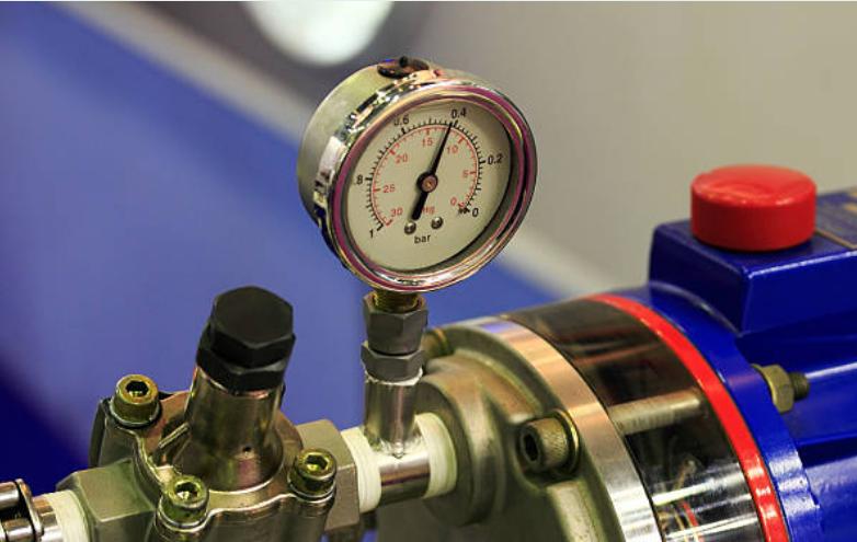 Leonardo invented hydraulic pumps.