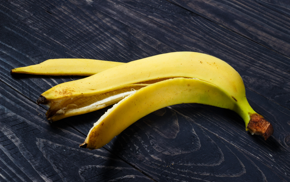 Rubbing a banana peel on your forehead can help cure a headache.